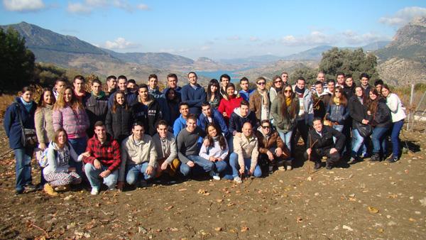 Los alumnos visitan la Bodega Cuesta La Viña