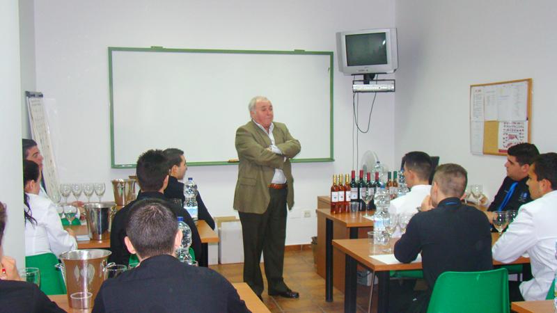 Cata de vinos de la Bodega J. Molina de Colmenar para nuestro curso de Sala