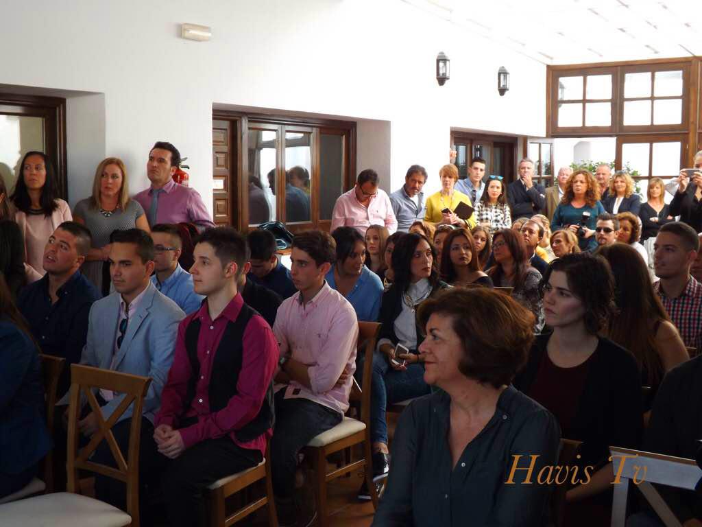 Entrega de diplomas de la promoción 2013/15