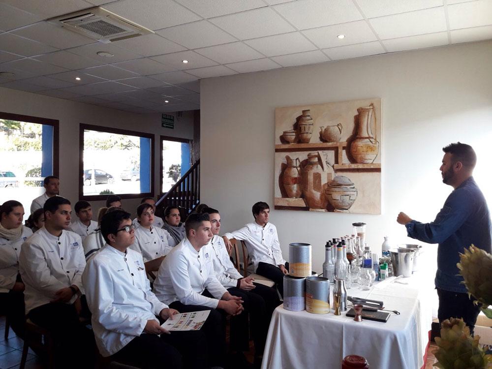 Demostración realizada por Hugo Díez con los productos Monín de la empresa Distribuciones Narbona y Solís